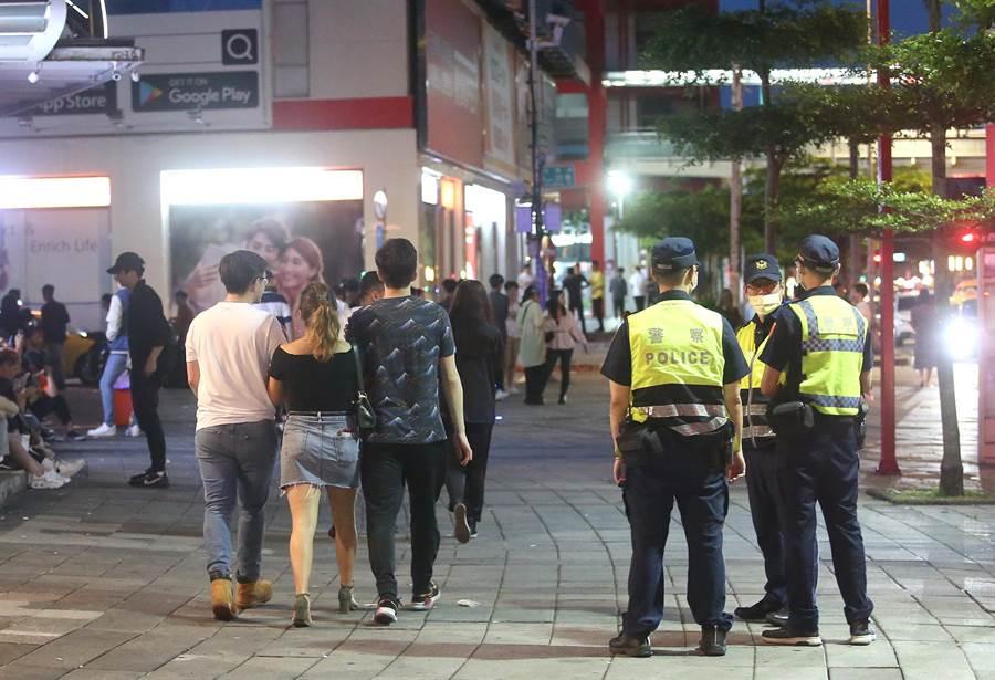 警方加強巡邏。(趙雙傑攝)