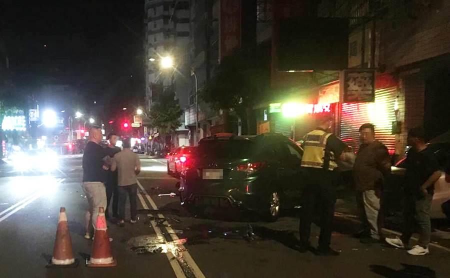 台中市向上路事故發生後,警方獲報立馬前往處理。(警方提供/陳世宗台中傳真)