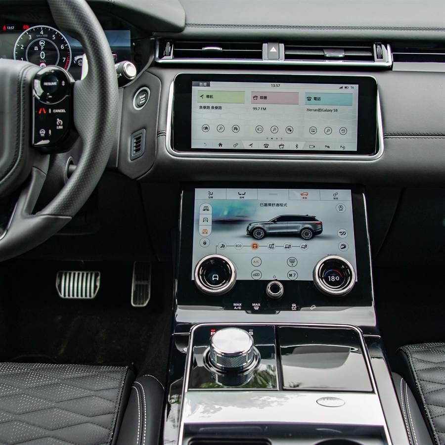 雙螢幕Touch Pro Duo資訊娛樂系統,提供全地形操控模式選擇,藉氣壓懸吊系統升降車身離地高度多達50mm。(陳大任攝)