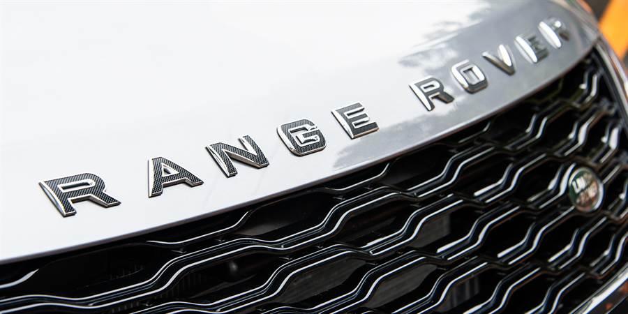 RANGER ROVER品牌logo上有細緻的菱格紋。(陳大任攝)