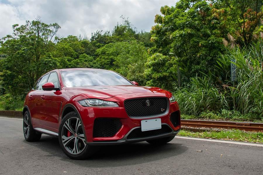 Jaguar F-PACE SVR集性能、奢華和尖端技術於一身,0-100km/h加速4.3秒、極速283km/h,售價462萬元。(陳大任攝)