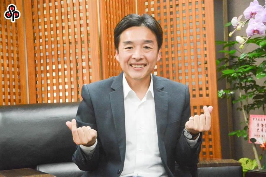 高市民政局長曹桓榮與黃復興黨部成員的LINE對話遭截圖,他解釋,因支持者情緒很激動,他才想盡辦法安撫對方,希望降低衝突。(本報資料照片)