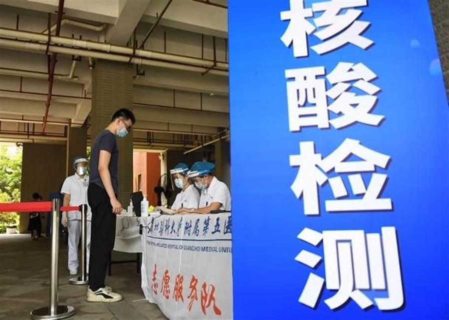 經吉林市抵達瀋陽的市民,需集中隔離觀察及進行核酸檢測。(中新社)