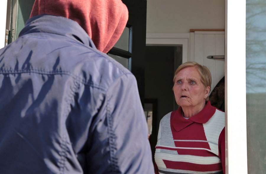 買房付完錢就忘了 28年後一開門驚見陌生人定居(示意圖/達志影像)