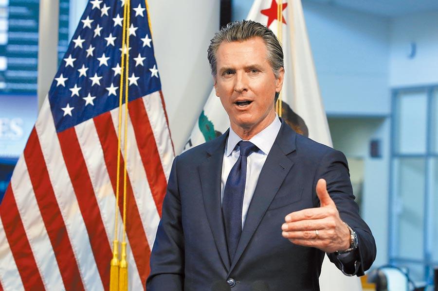 美國加州赤字已達543億美元,州長紐森日前宣布,州府員工從7月1日起減薪一成。如果提議被州議會否決,他則會改要公務員休無薪假。(美聯社)
