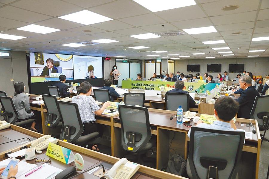 衛福部15日舉行「新型冠狀病毒肺炎防治檢討」視訊論壇,邀請14個理念相近國家及區域組織近50名衛生官員參加。 (衛福部提供)