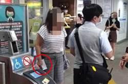 口罩不戴臉上拿手上 悍婦嗆北捷站務員:不能罰