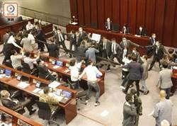 香港立法會混戰 14泛民議員被逐