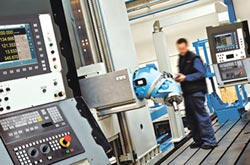 發格 助工具機業量產五軸加工機