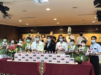 中華醫大師生自製養生馬芬米穀蛋糕謝醫護