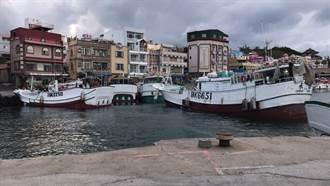 白沙港浮動碼頭工程惹議 小琉球漁民發動漁船封港抗議