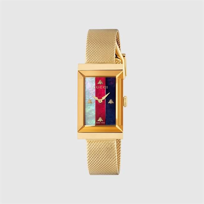 GUCCI方形腕表融入彩色織帶、蜜蜂、貓咪等經典元素,4萬4000元。(GUCCI提供)