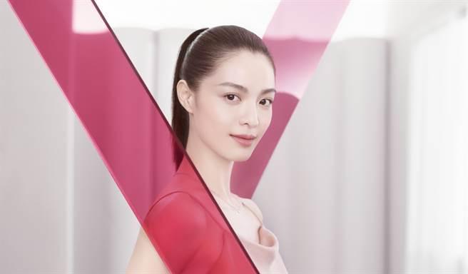 克蘭詩「緊緻V護膚會」讓更多消費者可以在購買前搶先體驗V型抗引力逆轉精萃立即有感的緊緻拉提成效。(圖/品牌提供)