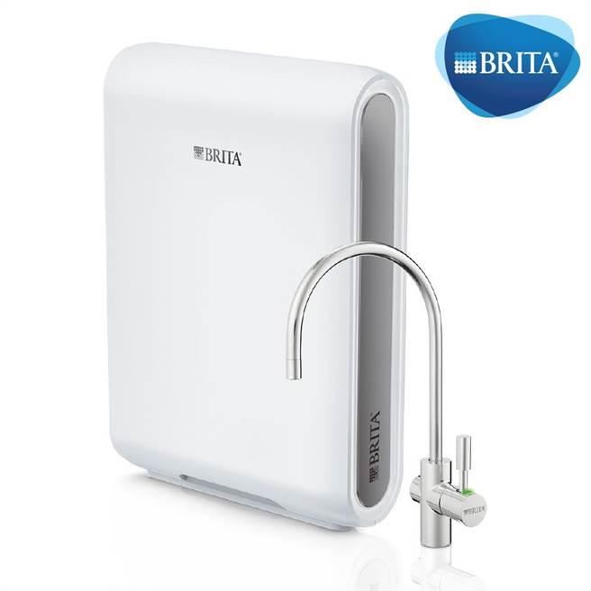 momo購物網的BRITA Mypure Pro X9 超微濾專業級淨水系統,6月30日前特價2萬7800元,加贈28吋大容量行李箱。(momo購物網提供)