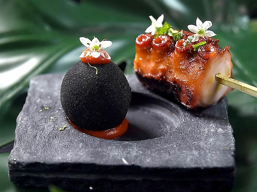 疫情趨緩後台北第一場雙廚聯烹餐會,開胃小食〈竹炭球〉(左)是以舌椒糯米球裹竹炭粉炸出,〈炭烤章魚〉則用了煙燻紅椒粉提味。(圖/姚舜)