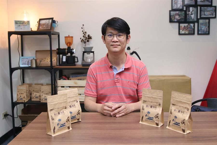 國立高雄大學尤努斯社會企業研究中心主任、亞太工商管理學系副教授楊詠凱開設「咖啡4部曲」系列課程。(林瑞益攝)