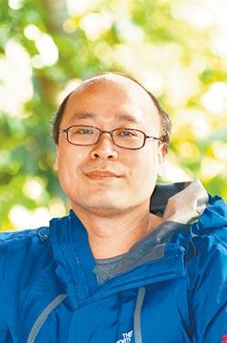 游走藍綠 國發會副主委游建華超龜毛