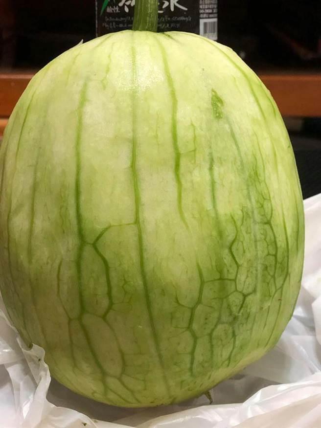 全聯驚見批著西瓜皮的蔬菜,網一吃:極品啊!(圖/翻攝自臉書社團,我愛全聯-好物老實説)