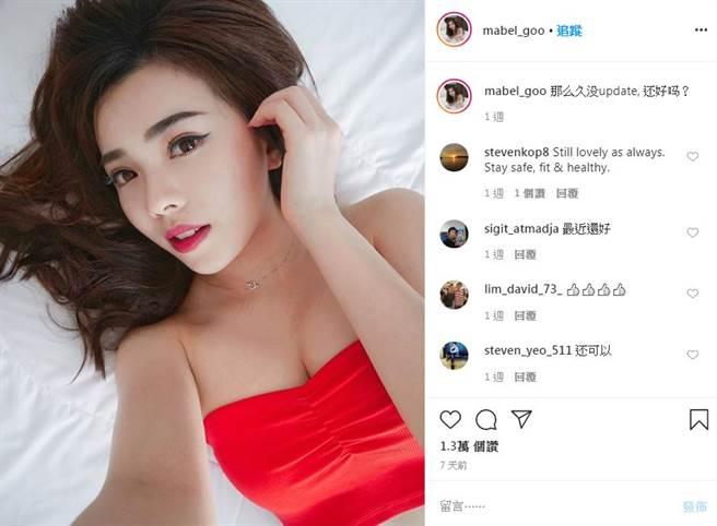 「亞洲最美空姐」 Mabel Goo 曝光性感躺床自拍。(圖/IG@mabel_goo)