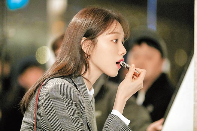 蘭芝超完美6色BOBO脣膏#3淘氣蜜橙,在韓劇《浪漫醫生金師傅》出現。(蘭芝提供)