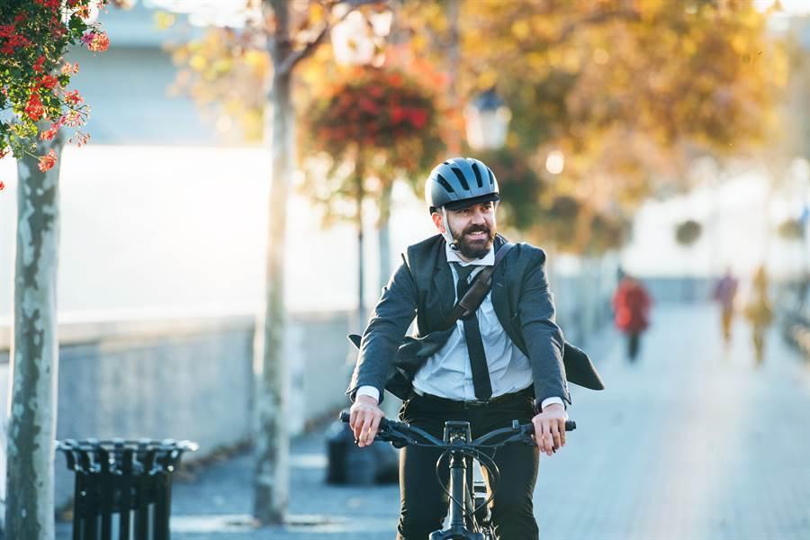 疫情引爆商機!紐時:老美瘋搶自行車,想買再等等。(示意圖/Shutterstock)