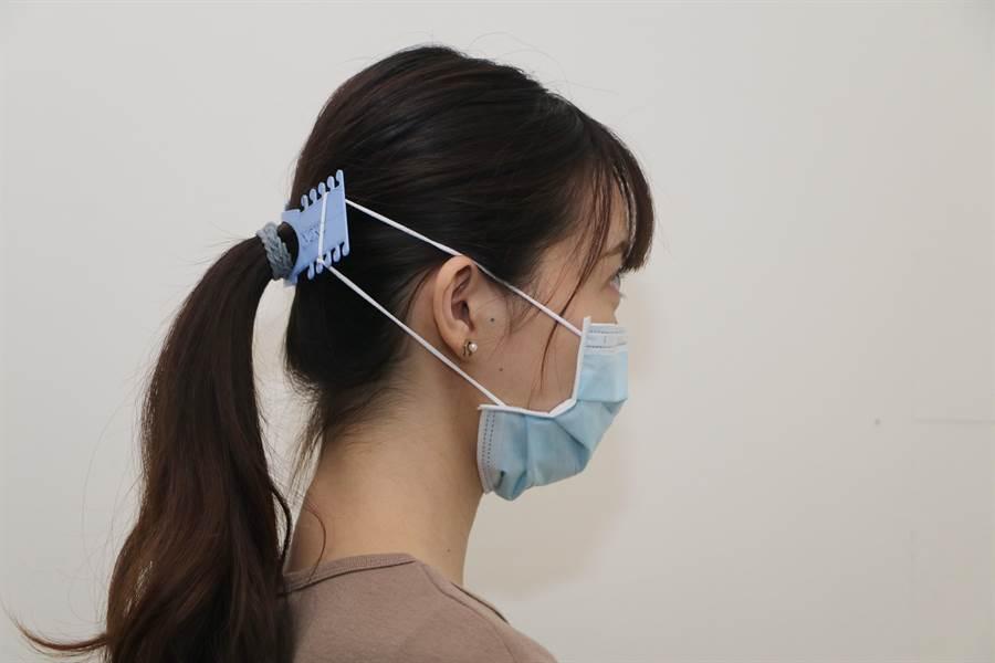 成功大學Maker Factory創客工廠以3D列印製作「口罩減壓墊」。(成功大學提供/曹婷婷台南傳真)