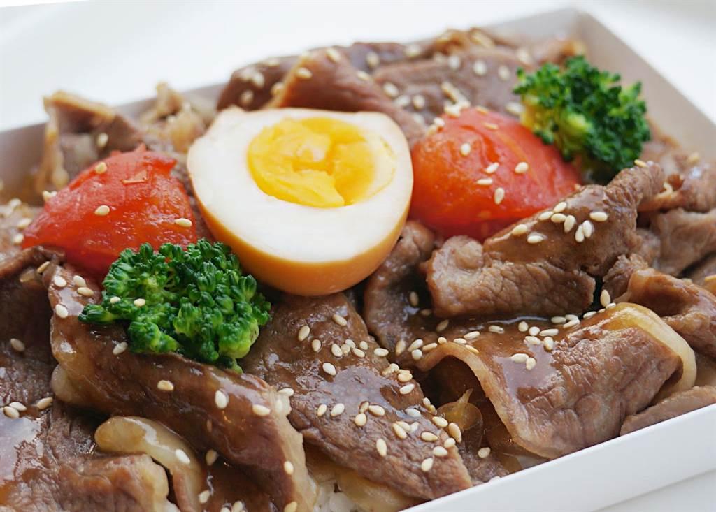 熱食外帶餐盒的「牛肉壽喜燒便當」,每盒180元。(台北神旺大飯店提供)