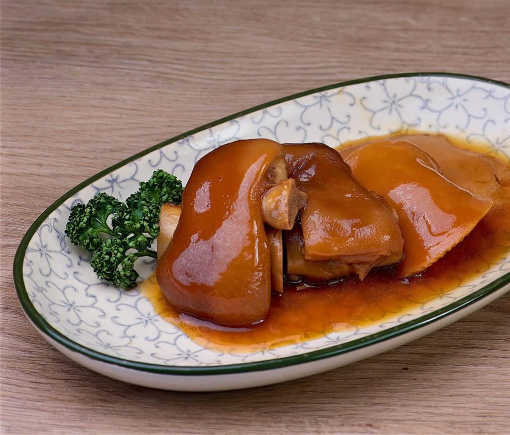 冷凍調理包系列的「黑蒜紅燒豬腳靈芝菇」,每包180元。(台北神旺大飯店提供)