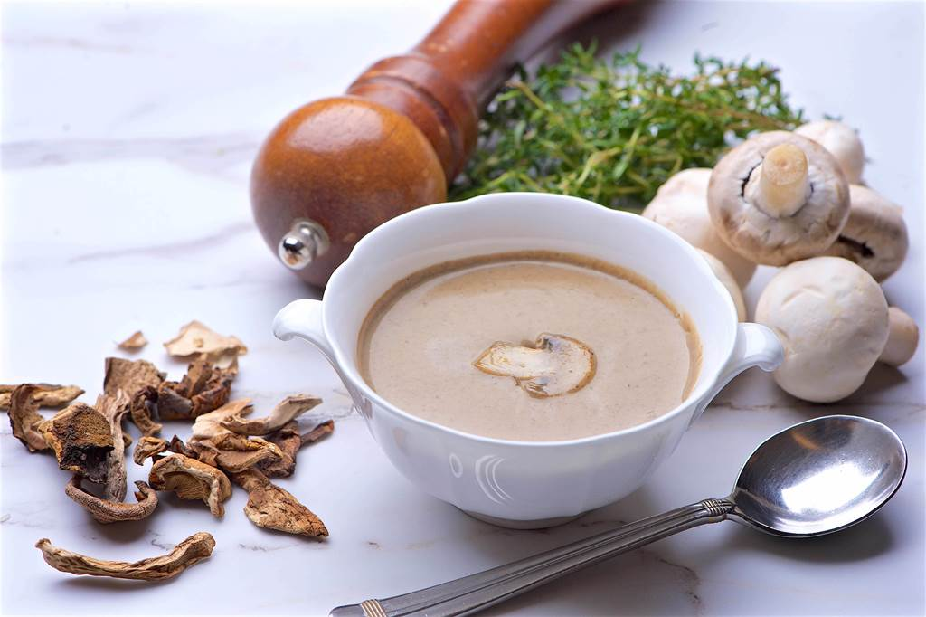 冷凍調理包系列的「法式蘑菇湯」,每包150元。(台北神旺大飯店提供)