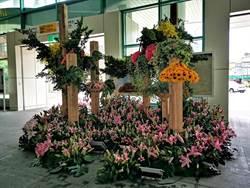 花藝大師齊云領學弟妹操刀 員林火車站花卉藝術裝置獲得重生