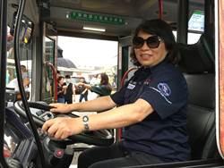 520嘉義市長黃敏惠送愛的禮物 免費搭電動公車有驚喜