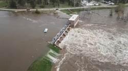 疫情未滅大水來亂 密西根2水壩潰堤萬人疏散