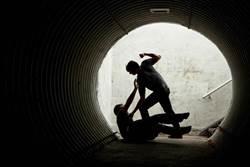 社會10點檔》「毒」蠍女美人計狠奪房產 「兩隻老虎」凌虐痴心男