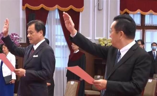 總統府祕書長蘇嘉全(左)、國安會秘書長顧立雄(左)。