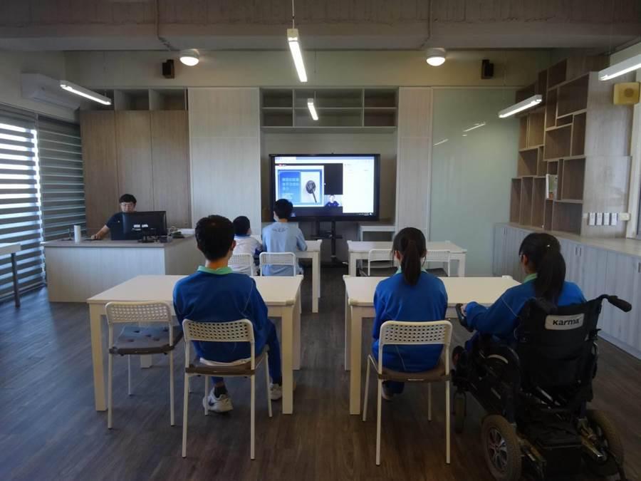 鹿港高中資源班教室改善後,更有利於特教生學習。(教育部提供/林志成台北傳真)