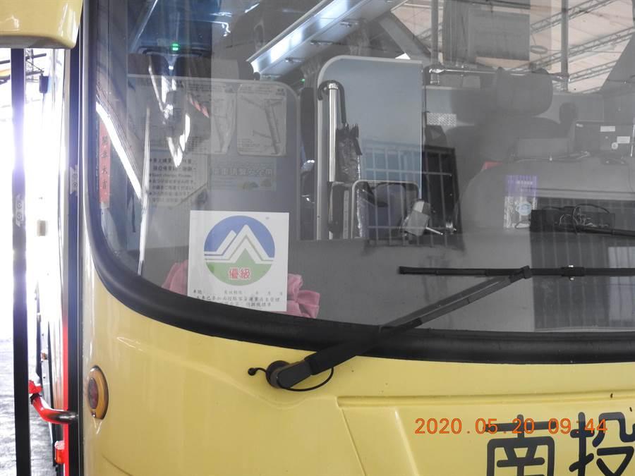 柴油車取得自主管理標章,遇環保局攔檢時可優先通行。(南投縣環保局提供/廖志晃南投傳真)