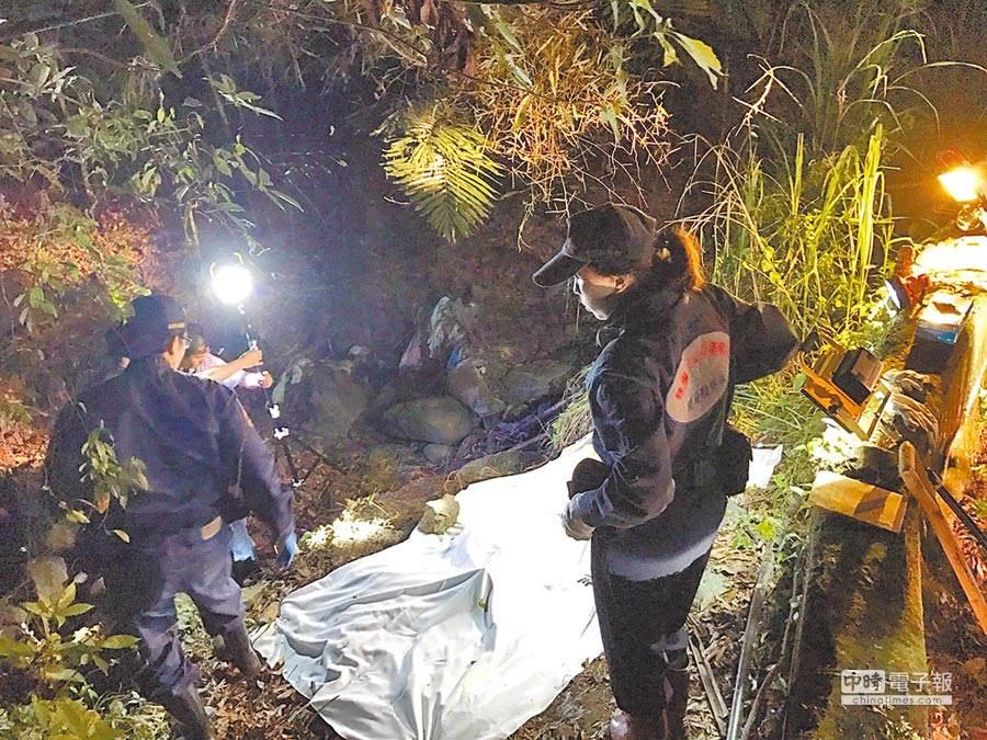 2016年底警方在桃園復興山區挖出失蹤多日吳男屍體。(本報系資料照片)