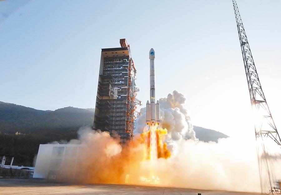 2019年11月23日,大陸在西昌衛星發射中心,以「一箭雙星」方式,成功發射第50、51顆北斗導航衛星。(中新社)