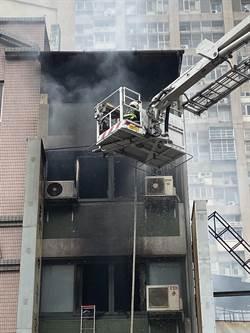 中市夜市大火延燒16戶   身家付之一炬慟15歲愛犬恐喪生火場