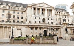 英首發負殖利率公債 反應冷