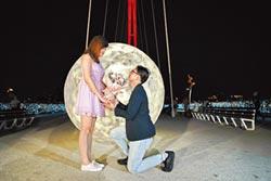 新月橋仿真月亮 見證愛情