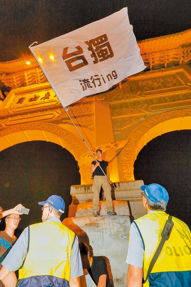 政大选举研究中心近日公布的民调趋势,台湾人认同及倾向独立的比例皆在2020年来到歷史新高,分别为64.3%及32.6%。(本报系资料照片)