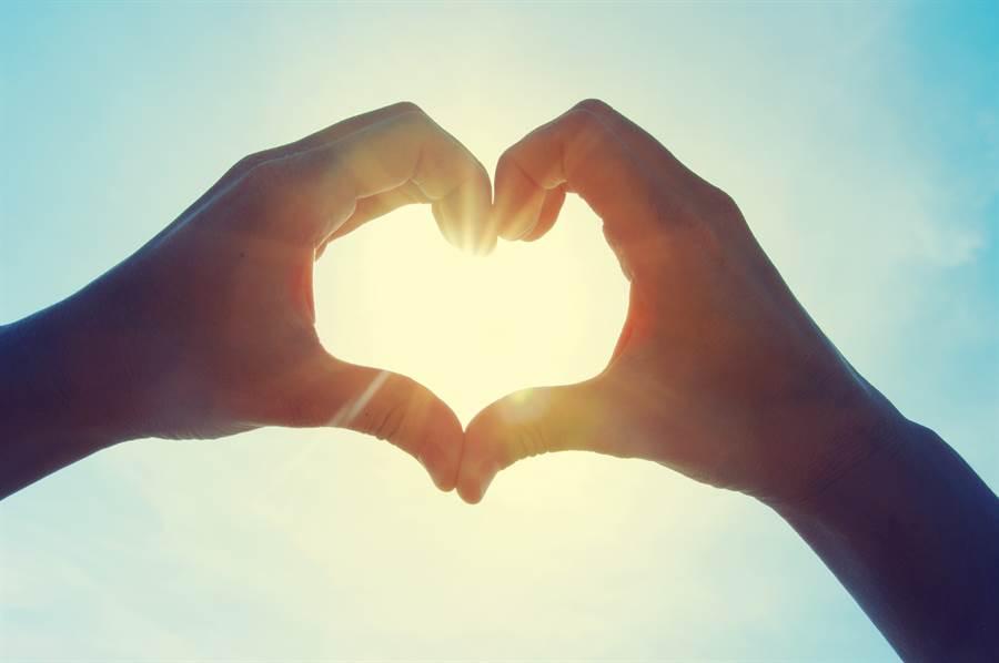 2020520諧音像「愛你愛你我愛你」,因此不少人藉著此日子趁機告白(示意圖/達志影像)