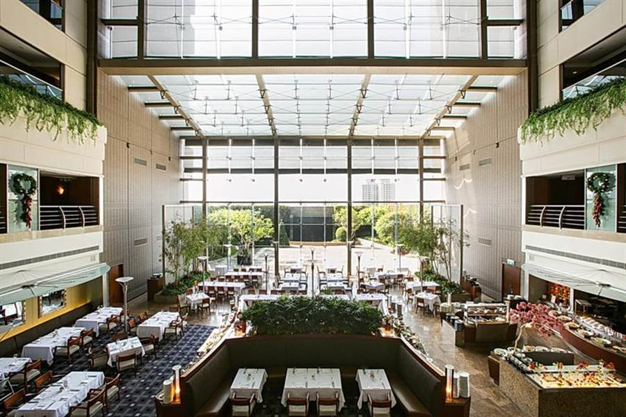 國賓飯店集團推「雙城遊住房專案」,3600元可入住國賓飯店三館任兩館,圖為新竹國賓八方燴餐廳。(圖/國賓飯店集團)
