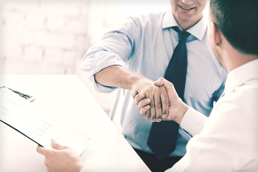 58同城CEO姚勁波今年出席大陸「兩會」建議,聚焦穩就業與職業培訓。(shutterstock)