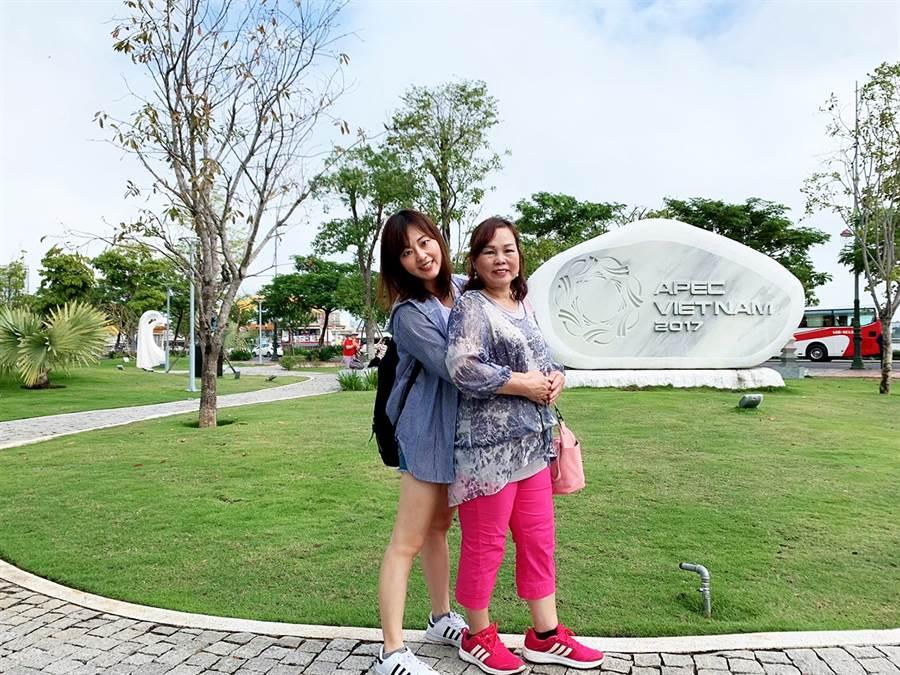 為了感謝媽媽的辛勞,林盈秀(圖左)每年都帶著媽媽(圖右)出國旅遊。