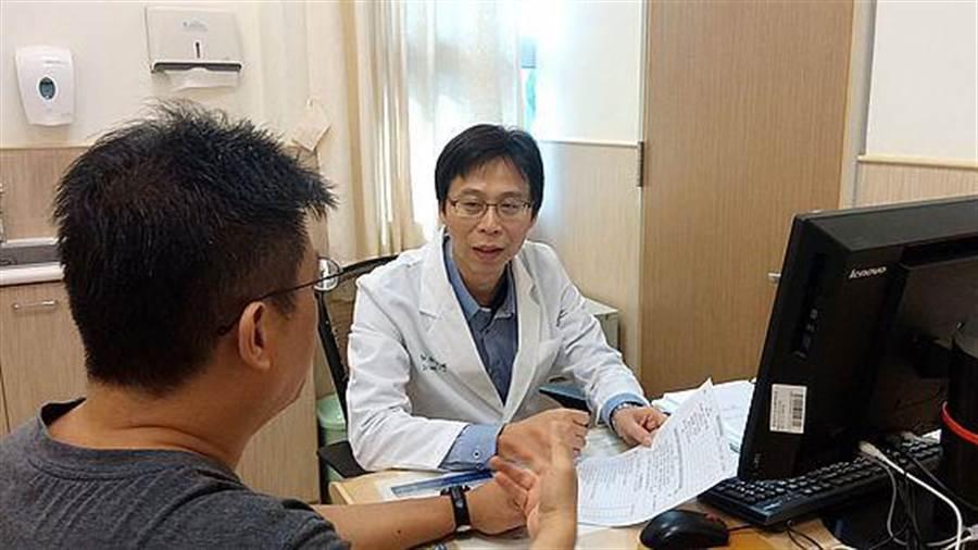 台南市安南醫院精神科醫師張進鴻提出為嚴重思覺失調症患者建構司法精神醫院的見解。(程炳璋攝)