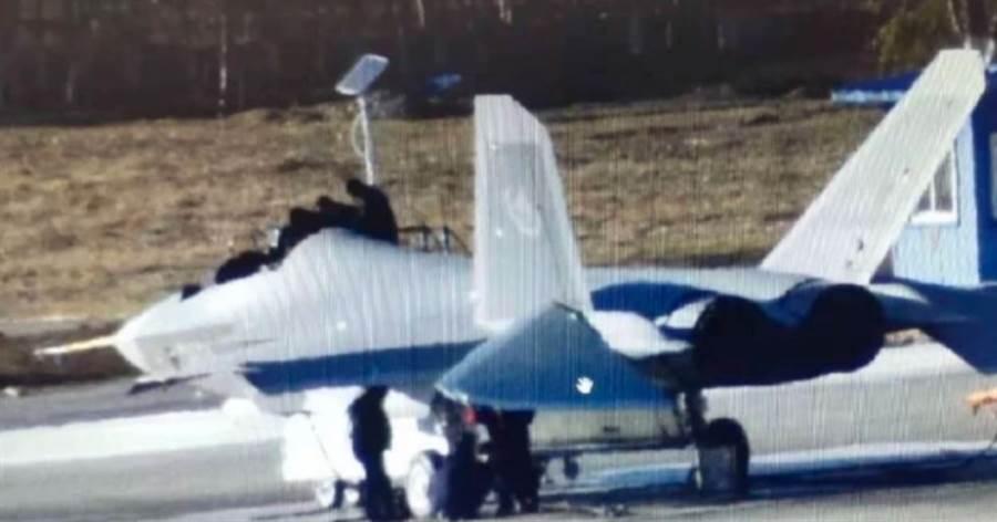FC-31「鶻鷹」戰機。(網路)