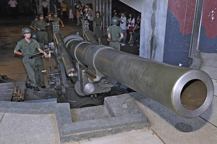 有「金東第一炮」之譽的獅山炮陣地,炮操表演最受歡迎。(李金生攝)