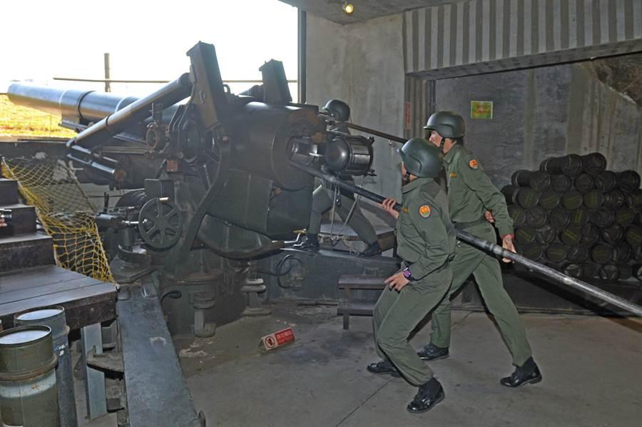 有「金東第一炮」之譽,金門熱門景點之一的獅山炮陣地,縣府規畫近期內重新開放參觀。(李金生攝)